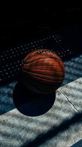 Превью обои баскетбольный мяч, баскетбол, тень, полосы