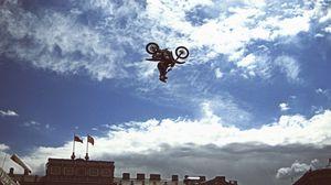 Превью обои байк, мотоцикл, прыжок, шоу, спорт, мотофристайл, санкт-петербург