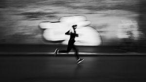 Превью обои бег, чб, спортсмен, очертания, скорость