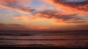 Превью обои берег, море, волны, облака, закат, темный