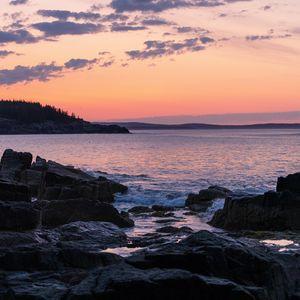 Превью обои берег, скалы, море, закат, темный