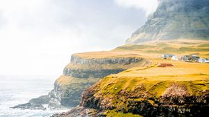 Превью обои берег, утес, равнина, море, селение, дома, зелень