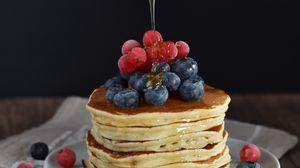 Превью обои блины, ягоды, мед, десерт