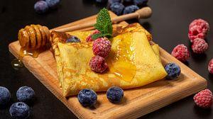Превью обои блины, ягоды, мед, завтрак, десерт
