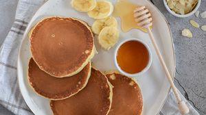 Превью обои блины, мед, бананы, кофе, завтрак