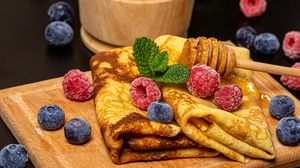 Превью обои блины, десерт, ягоды, мед