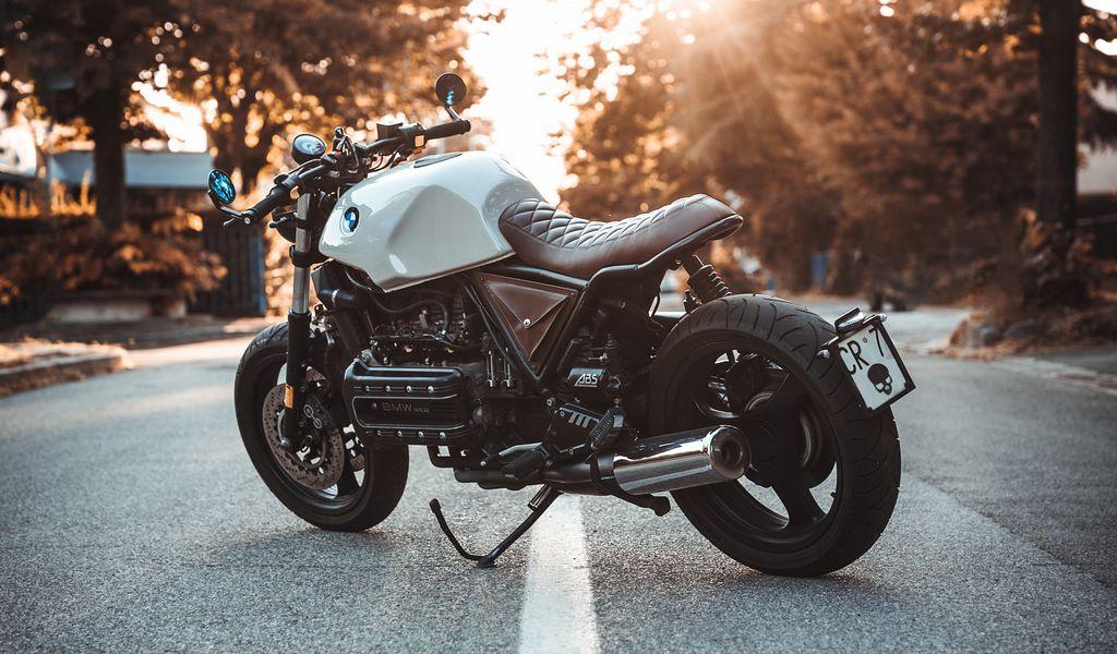 1024x600 Обои bmw k100, мотоцикл, байк, вид сбоку