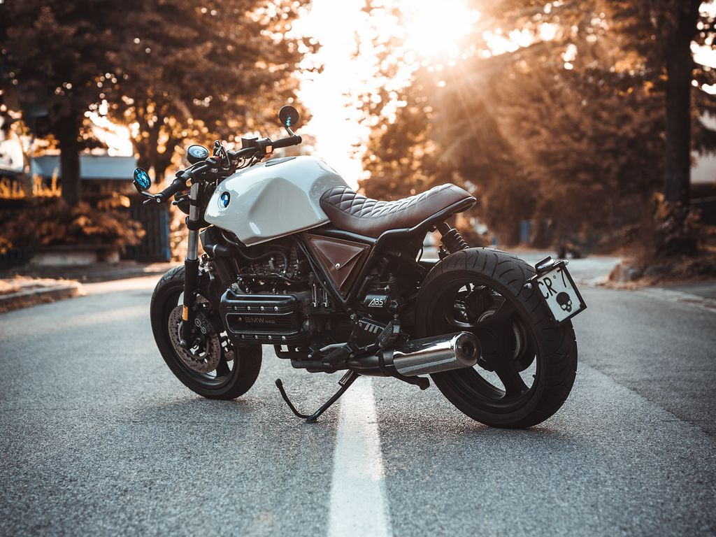 1024x768 Обои bmw k100, мотоцикл, байк, вид сбоку