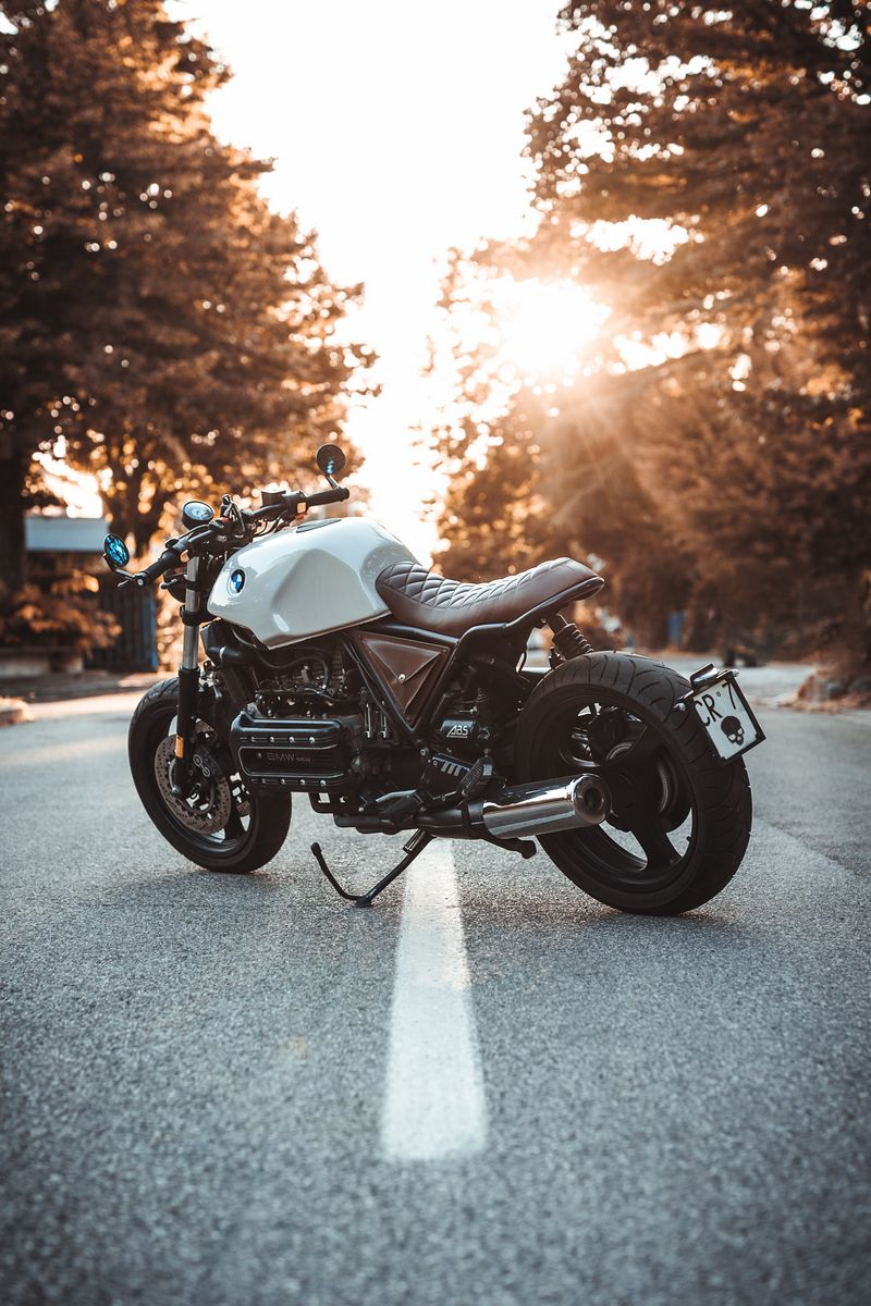800x1200 Обои bmw k100, мотоцикл, байк, вид сбоку