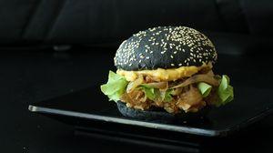 Превью обои бургер, гамбургер, черный бургер, сочный