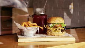 Превью обои бургер, гамбургер, картофель фри, фастфуд, напиток