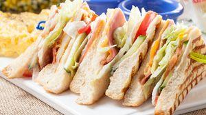 Превью обои бутерброд, хлеб, мясо, овощи