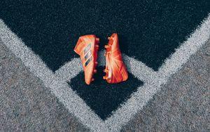 Превью обои бутсы, футбол, газон, обувь
