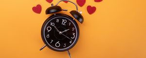 Превью обои часы, будильник, время, сердечки, оранжевый