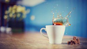 Превью обои чай, брызги, напиток, чашка