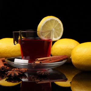 Превью обои чай, чашка, корица, лимон, чёрный фон, сахар