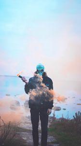 Превью обои человек, противогаз, маска, дым
