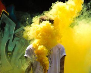 Превью обои человек, цветной дым, желтый, сгустки