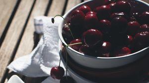 Превью обои черешня, вишня, ягоды, тарелка, лето