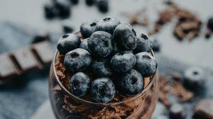 Превью обои черника, ягоды, стакан, голубика