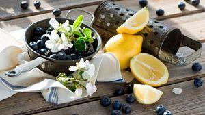 Превью обои черника, лимон, цветы, посуда