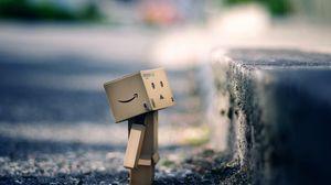 Превью обои danboard, картонный робот, коробка, тротуар, асфальт