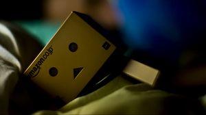 Превью обои danboard, коробка, робот, одеяло, сон, тень