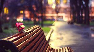 Превью обои danboard, шарф, скамейка, картонный робот, ожидание, настроение