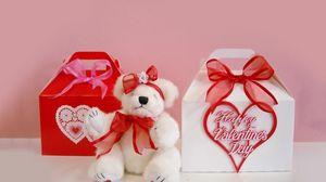 Превью обои день святого валентина, мишка, сидит, подарки, сердца, банты