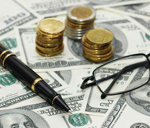 Превью обои деньги, купюры, монеты, ручка, очки