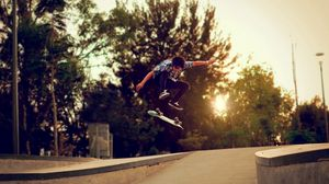 Превью обои деревья, скейтборд, парень, скейт, улица