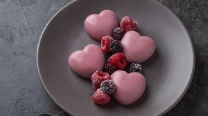 Превью обои десерт, сердечки, ягоды, малина, ежевика, клубника