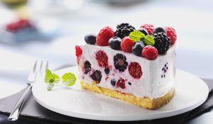 Превью обои десерт, торт, пирожное, малина, сладкое, фрукты, черника, черная смородина, еда, крем
