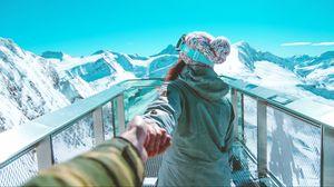Превью обои девушка, сноубордистка, горы, спортсменка
