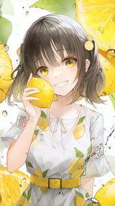 Превью обои девушка, улыбка, лимоны, лимонад, капли, желтый, аниме