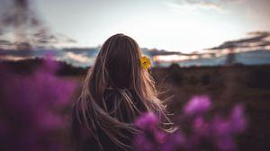 Превью обои девушка, волосы, цветок, природа, сумерки