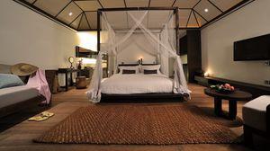 Превью обои дизайн, интерьер, ковер, комната, кровать, подушки, сланцы, спальная, стол, фрукты, шляпа