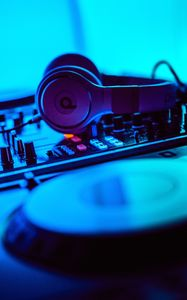 Превью обои dj, наушники, установка, электроника, оборудование, музыка, звук