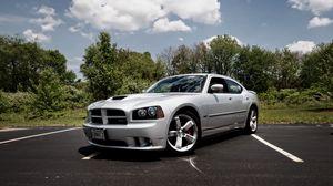 Превью обои dodge charger srt8, суперкар, культовый автомобиль, серебро, тюнинг, функциональный капот