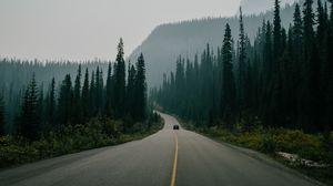 Превью обои дорога, разметка, туман, горы, движение