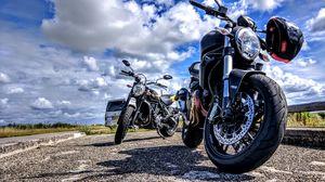Превью обои ducati, мотоцикл, байк, шлем, мотоспорт