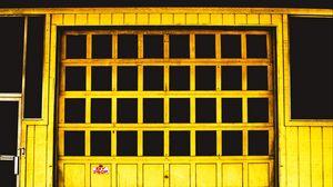 Превью обои дверь, желтый, окно