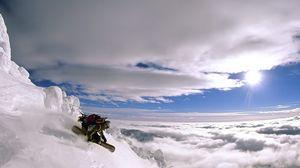 Превью обои экстрим, спуск, вертикаль, сноуборд, высота, гора, человек