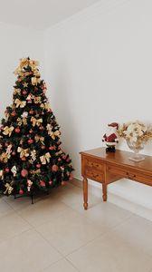 Превью обои ель, игрушки, санта, рождество, новый год, декор