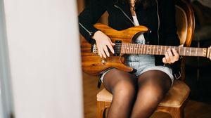 Превью обои электрогитара, гитара, девушка, гитарист, музыка