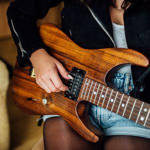 Превью обои электрогитара, гитара, струны, рука, музыка