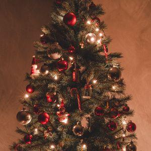 Превью обои елка, украшения, гирлянды, рождество, новый год, праздник