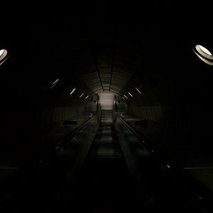 Превью обои эскалатор, спуск, тоннель, темный