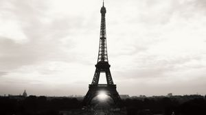 Превью обои эйфелева башня, париж, франция, eiffel tower, paris, france, чб, вид, достопримечательность