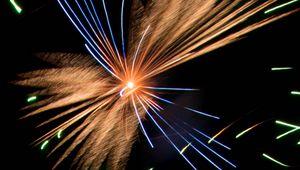 Превью обои фейерверк, искры, взрыв, огни, ночь, темный